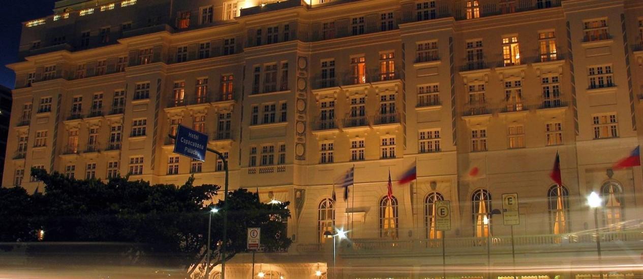 O Hotel Copacabana Palace, um dos mais antigos e famosos do Rio de Janeiro, ao anoitecer. Foto: Letícia Pontual