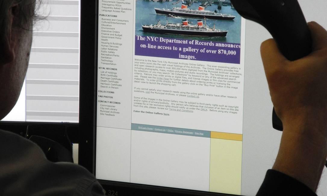 Site onde fotos foram disponibilizada é acessado em 25 de abril; lançado no dia 24, ele saiu do ar em seguida e ficou ao menos temporariamente inacessível no dia e também no seguinte Foto: Richard Romero/AFP - 25/04/2012