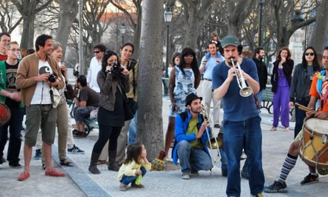A Orquestra Voadora em Lisboa, durante sua primeira turnê pela Europa Foto: Divulgação