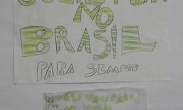 Em entrevista coletiva em dezembro de 2009, o então advogado Sérgio Tostes, representante jurídico da família brasileira mostrou um cartaz que, segundo ele, foi feito por Sean Goldman, alvo de uma disputa judicial Berg Silva / O Globo