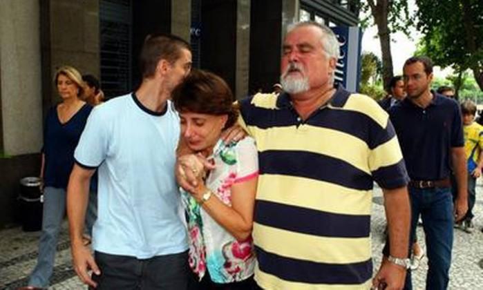 A briga envolvia o pai do menino e a família da mãe, que morreu em 2008. Na foto, familiares maternos de Sean seguindo para a embaixada dos Estados Unidos, no Centro do Rio, em dezembro de 2009 Cezar Loureiro / O Globo