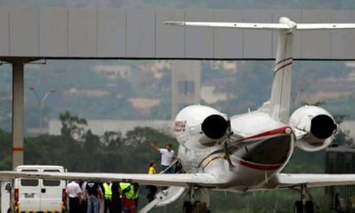 Ele embarcou com o pai, David Goldman, para Nova Jersey, em avião fretado pelo governo americano Marcelo Carnaval / O Globo