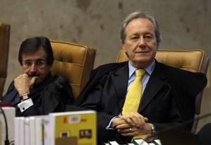 Os ministros do STF Cesar Peluzo e Ricardo Lewandowski Foto: O Globo / Gustavo Miranda