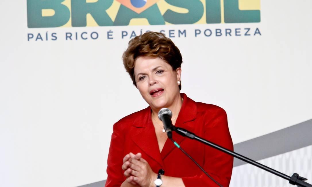 Governo Dilma quer abrir espaço para a queda da Taxa Selic, hoje em 9% ao ano, sem risco de haver corrida dos investidores dos fundos para a poupança Foto: Rudy Trindade / Agência O Globo/Arquivo