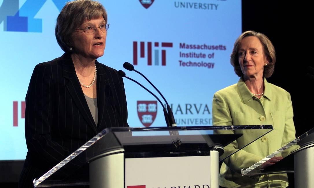 A presidente da Universidade de Harvard, Drew Faust, e a presidente do Instituto de Tecnologia de Massachusetts, Susan Hockfield, apresentam o projeto EdX Foto: Bill Greene / AP