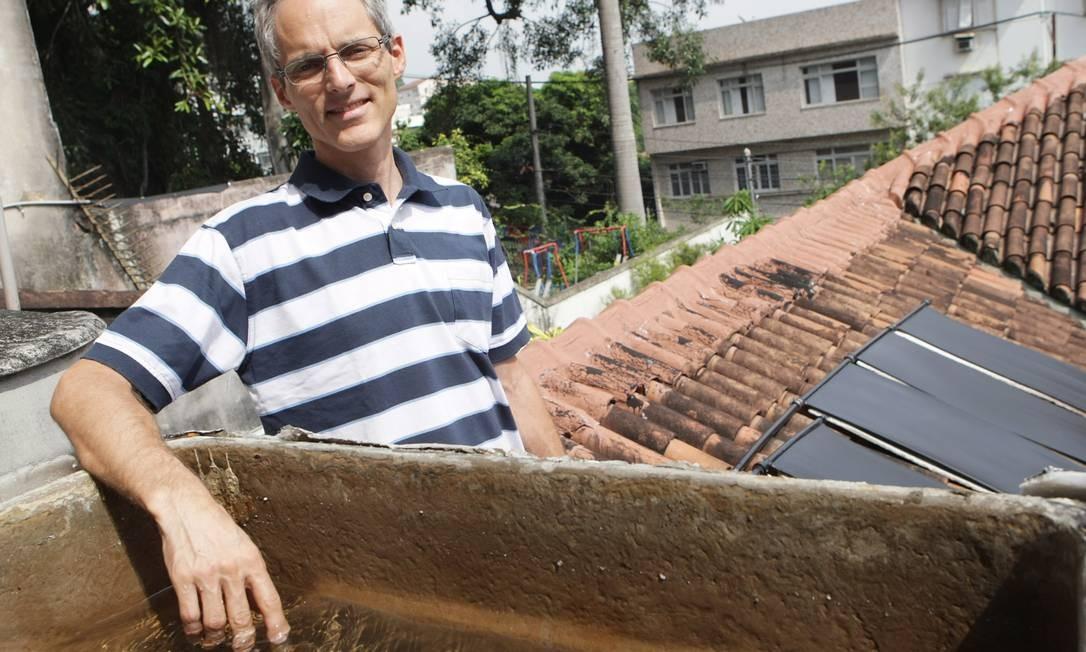 RAUSCHMAYER NO telhado de sua casa: reservatório coleta água da chuva Foto: Laura Marques