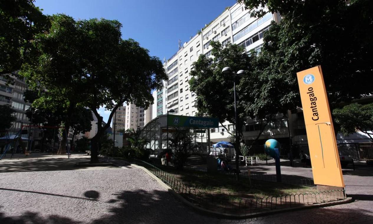 Monumentos, estátuas e mobiliário urbano terão que ser recolhidos. As estações de General Osório e Cantagalo ficarão fechadas por oito meses Foto: Simone Marinho / O Globo
