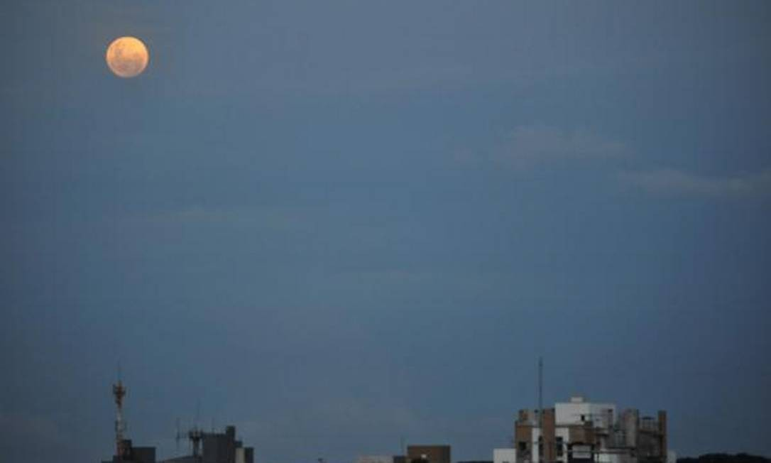 Da janela da internauta, o belo registro em Curitiba Foto: Foto da leitora Graziela Araújo, pelo Twitter / Eu-Repórter