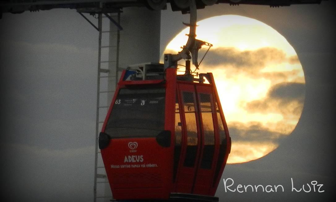 Teleférico no Complexo do Alemão, no Rio, em grande companhia Foto do leitor Rennan Luiz, pelo Facebook / Eu-Repórter