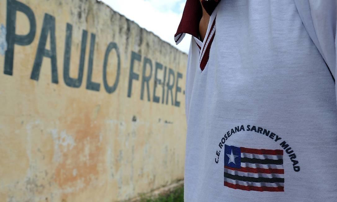 Nome de Roseana Sarney ainda não cobriu o de Paulo Freire em escola rebatizada, mas já está nos uniformes escolares Foto: O Globo / M. NASCIMENTO