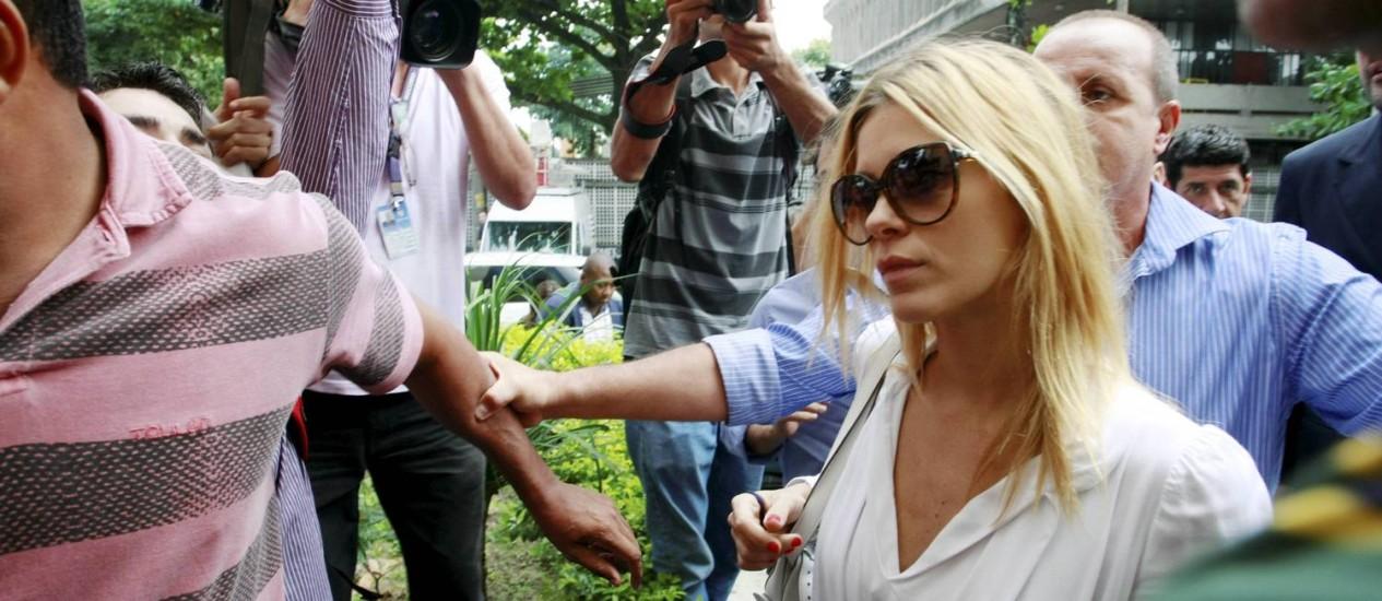 A atriz Carolina Dieckmann na Delegacia de Repressão aos Crimes de Informática (DRCI), no Centro do Rio, em maio deste ano Foto: Fabiano Rocha / Extra / O Globo