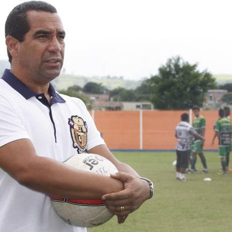 Zinho se licenciou do Nova Iguaçu, clube do qual é um dos donos Foto: Fernanda Dias / Agência O Globo