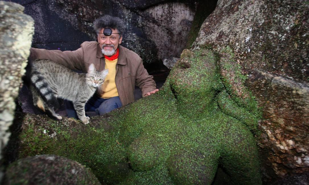 O ARTISTA plástico Nêgo chegou em Friburgo em 1982. Desde então, ele inaugurou o Jardim do Nêgo, um espaço cheio de esculturas feitas na natureza Foto: Márcio Alves