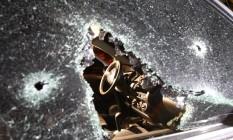 O carro do ex-mestre de bateira da Imperatriz Leopoldinense foi atingido por disparos Foto: Fernando Quevedo
