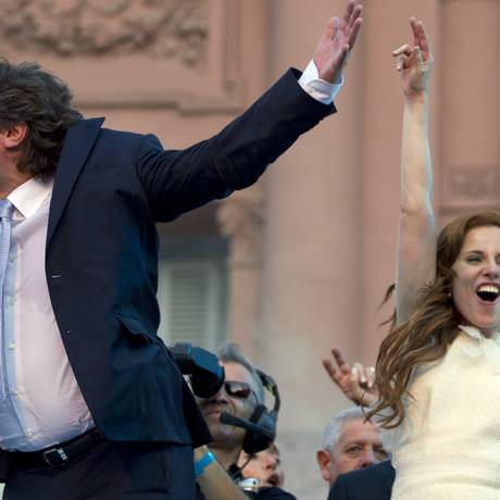 Boudou e a namorada, Agustina Kampfer: ela também seria suspeita de participação no caso de enriquecimento ilícito Foto: AP/10-12-2001