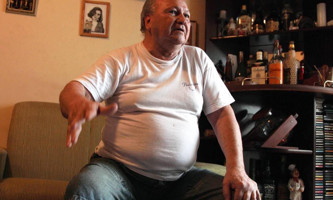 O tenete-coronel reformado, Maurício Lopes Lima, acusado de tortura na ditadura militar, em seu apartamento no Guarujá Foto: O Globo / Michel Filho