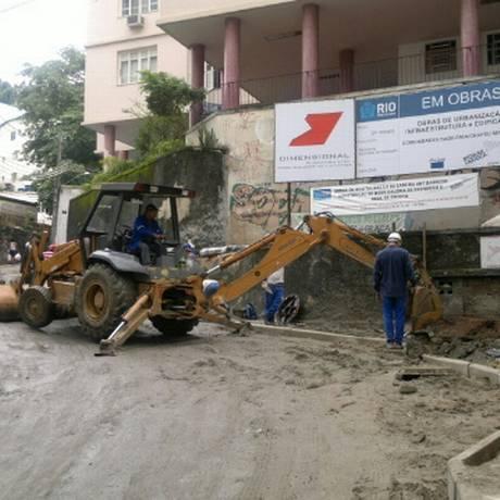 Obras atrapalham o acesso de veículos ao morro Chapéu Mangueira, no Leme Foto: Gabriel Cariello