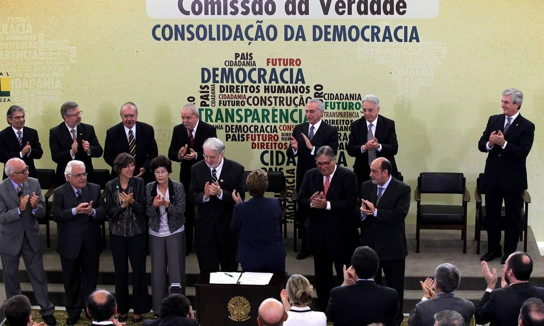 Dilma instala a Comissão da Verdade em cerimônia do Palácio do Planalto Foto: O Globo / Ailton de Freitas