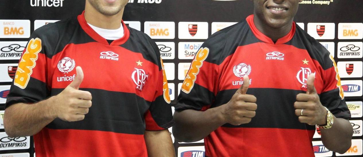 Jorge Luiz e Amaral na apresentação no Ninho do Urubu Foto: Jorge William / O Globo