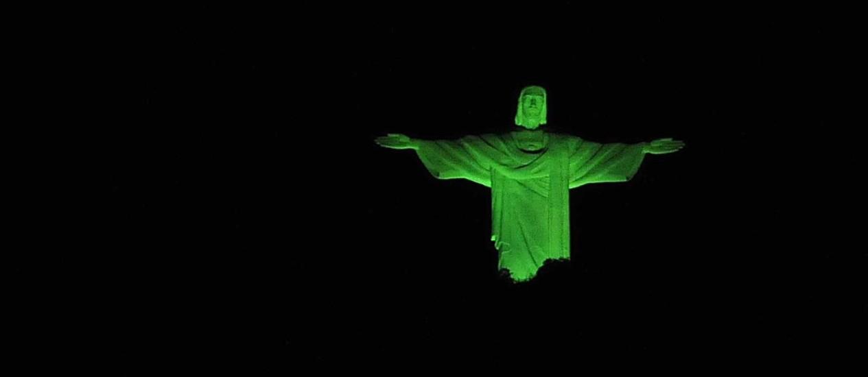 Cristo de verde na contagem regressiva para a Rio+20 Foto: Divulgação