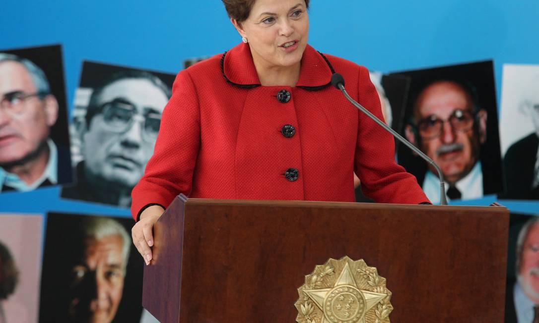 A presidente Dilma Rousseff receberá do governo do Rio indenização de R$ 20 mil Foto: O Globo / Ailton de Freitas