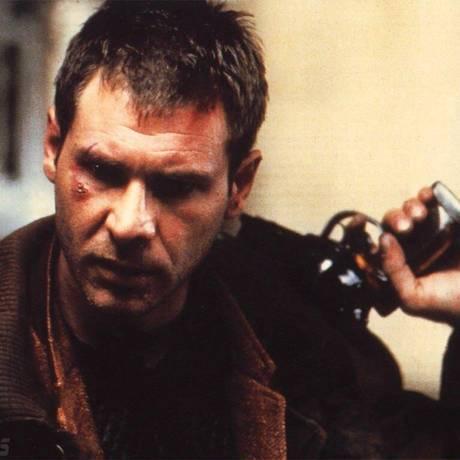 Harrison Ford como Rick Deckard, em 'Blade Runner - o caçador de androides' Foto: Reprodução