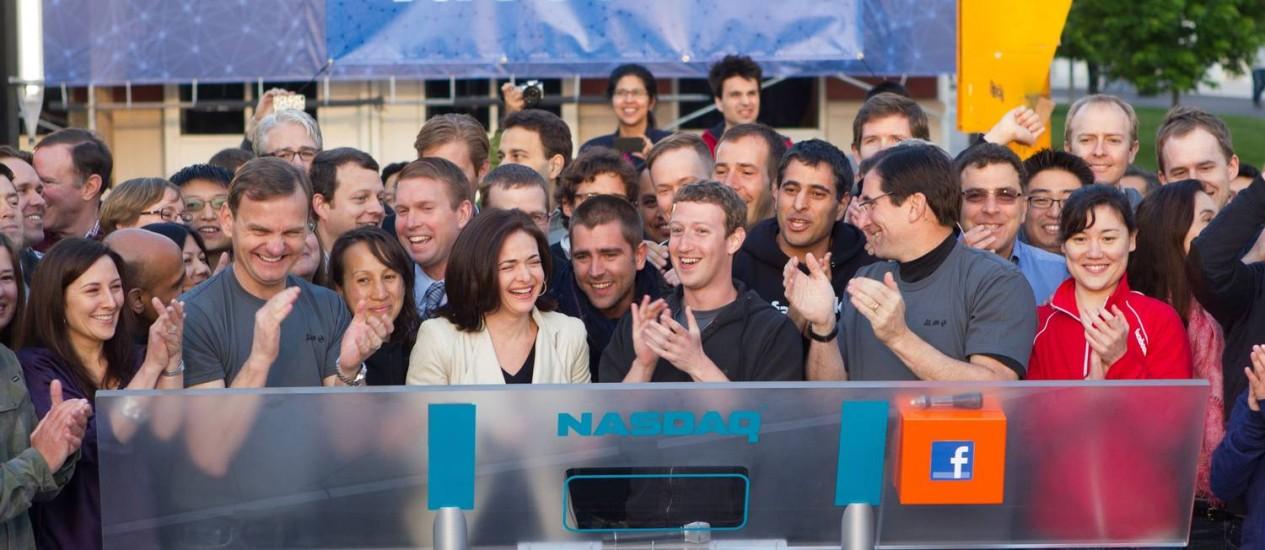 Zuckerberg ajudou a fundar o que viria a ser a maior rede social do mundo num dormitório de Harvard, e agora passa a ter US$ 19,3 bilhões Foto: - / AFP