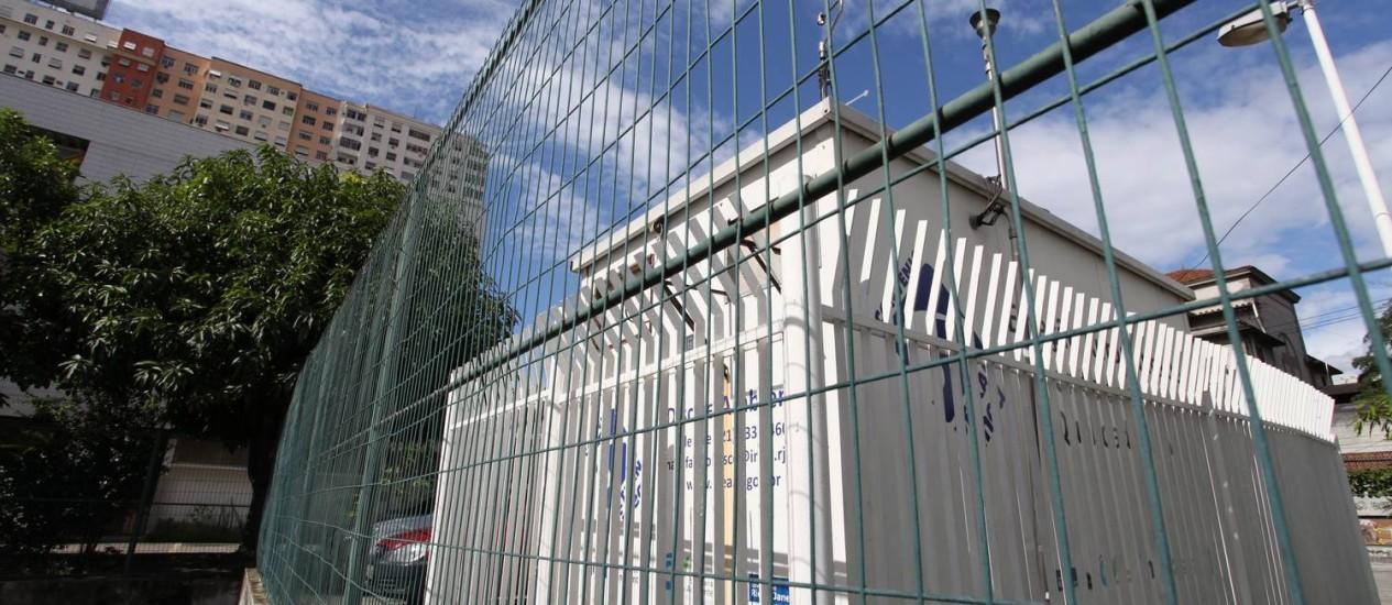 A ESTAÇÃO automática de medição da qualidade do ar instalada na Escola Tia Ciata, no Centro:parada há meses por problemas de energia Foto: Fotos de Ana Branco