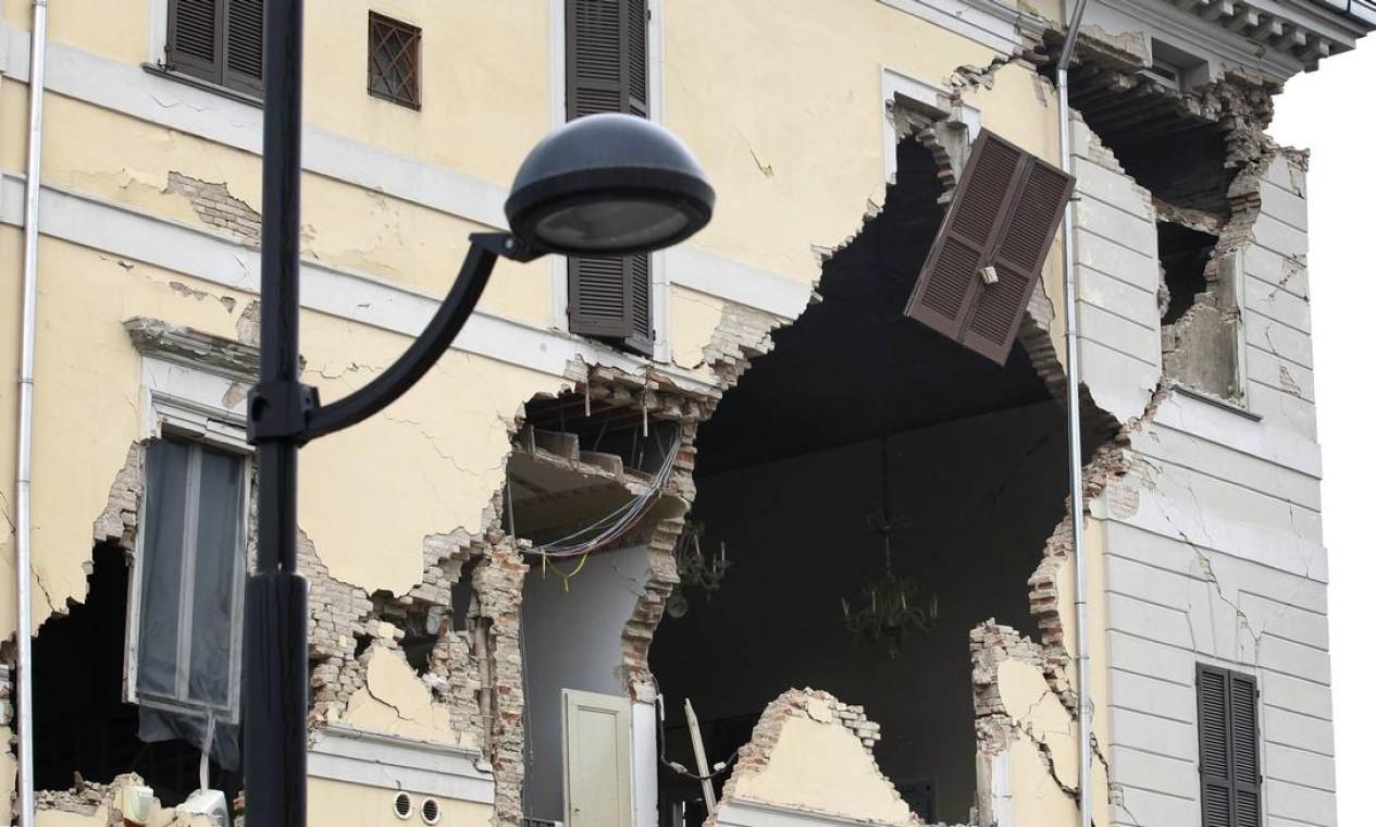 Um prédio em Santo Agostino foi destruído pelo terremoto que atingiu a Itália Foto: Luca Bruno / AP