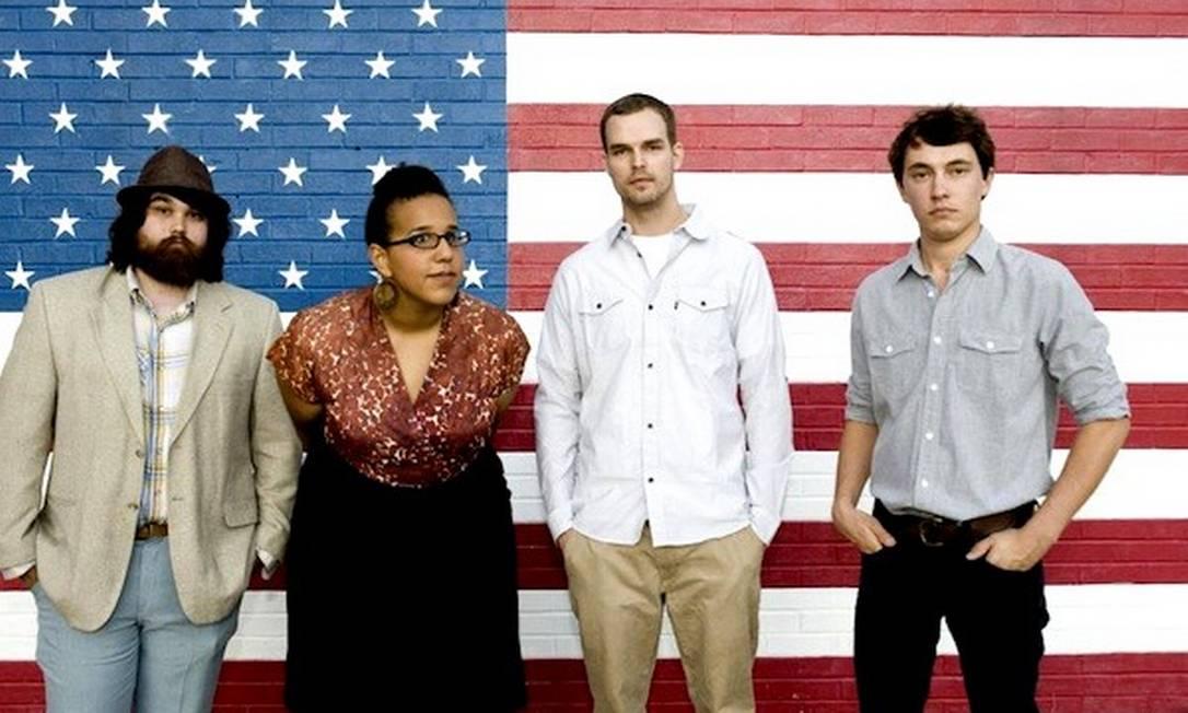 A vocalista e guitarrista Brittany Howard e os outros Alabama Shakes, que estão rodando o mundo com seu rock retrô e sulista Foto: Don Van Cleave / Divulgação