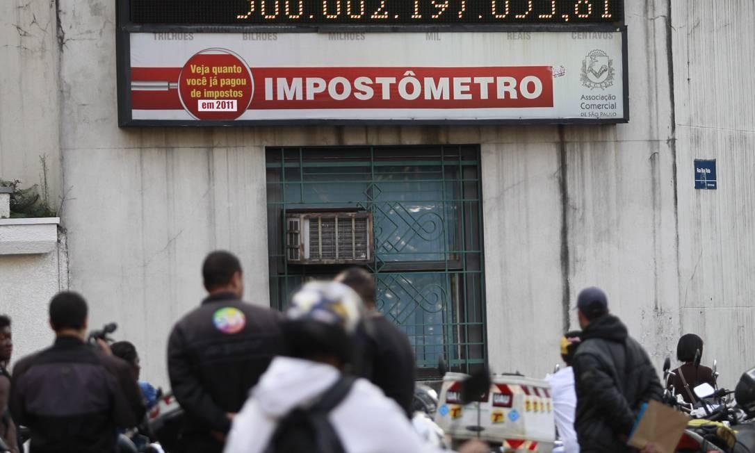 O impostômetro da Associação Comercial de São Paulo (ACSP) , chega a marca de R$ 500 bilhões em impostos federais, estaduais e municipais Foto: Marcos Alves / Agência O Globo