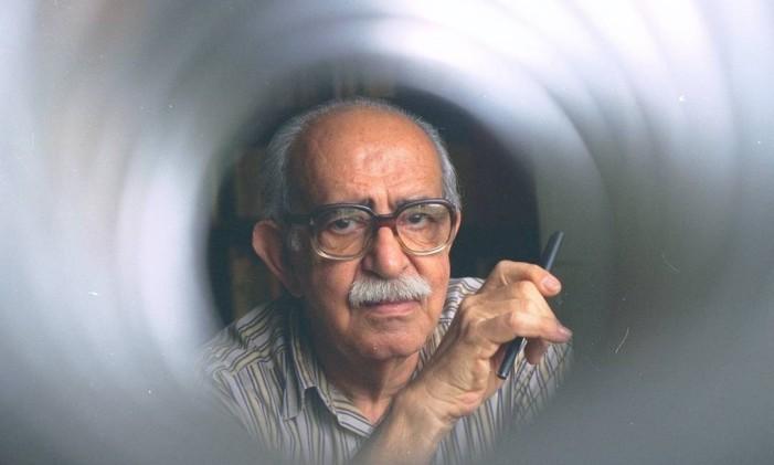 O escritor Autran Dourado Foto: Monique Cabral / Arquivo O Globo