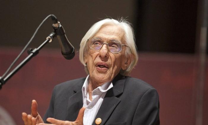 O poeta e crítico de arte Ferreira Gullar Foto: Leonardo Soares / Arquivo O Globo