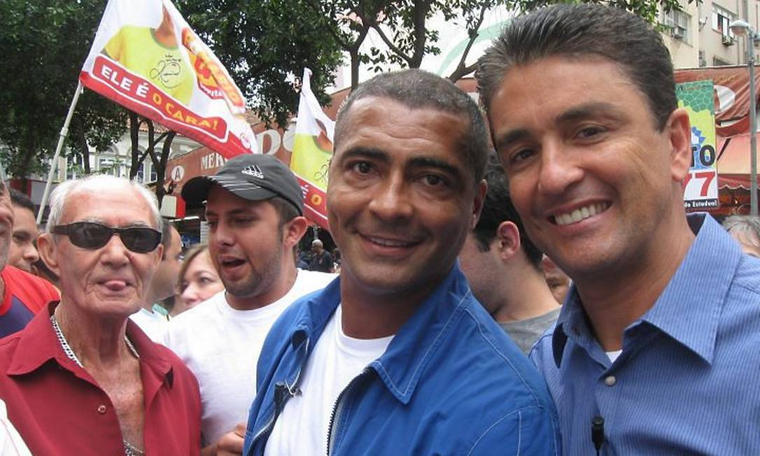 Romário e Bebeto fazem campanha na Uruguaiana, no Centro do Rio - Foto de Juliana Castro