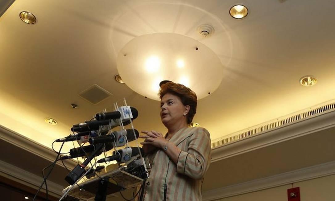 Dilma em entrevista coletiva em hotel no Rio antes do debate na TV Globo. Foto: Domingos Peixoto