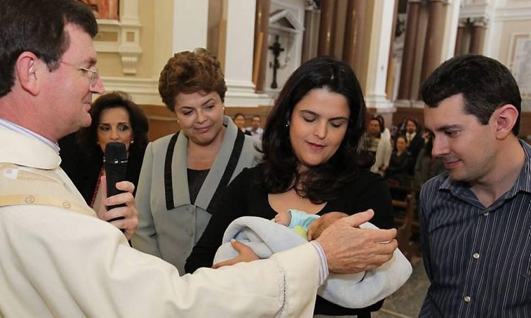 Dilma participou, em Porto Alegre, do batizado do neto Gabriel, ao lado da filha Paula e do genro Rafael, quando concorria às eleições do primeiro mandato