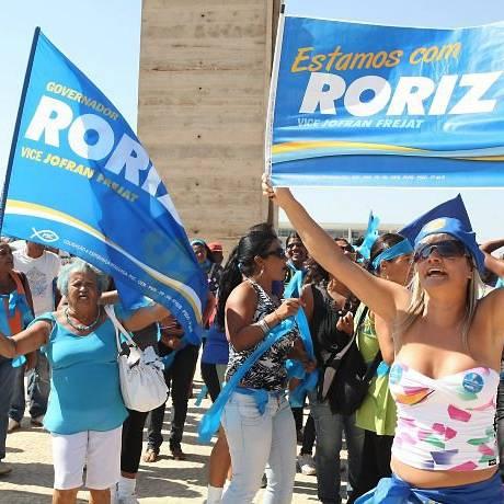 Manifestantes a favor de Roriz protestam do lado de fora do STF - Givaldo Barbosa