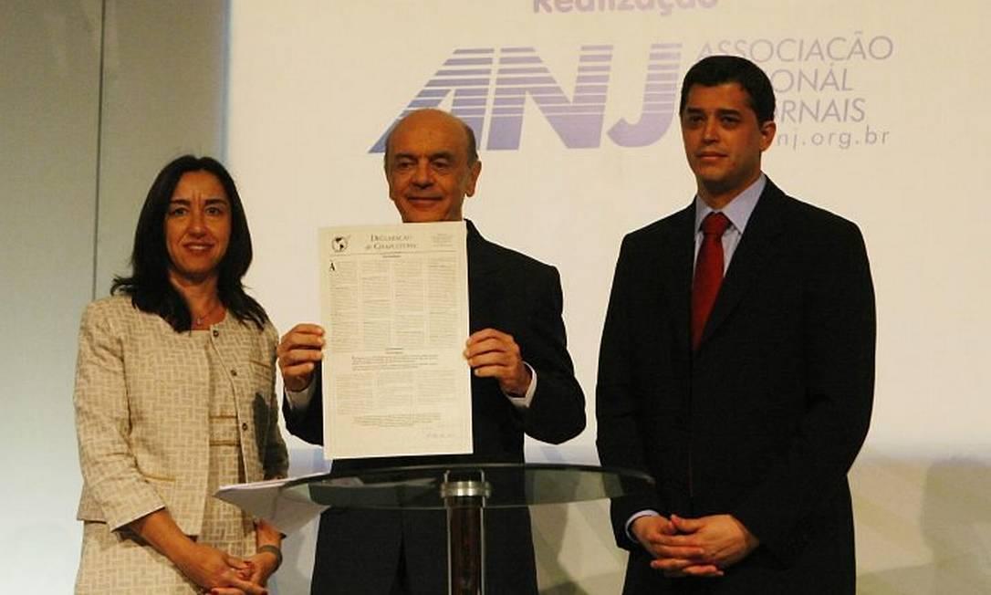 O presidenciável José Serra (PSDB) participa do 8º Congresso Brasileiro de Jornais, no Rio - Foto de André Teixeira