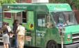 """Em Washington D.C., """"food trucks"""" são uma das principais opções de comida rápida nas ruas"""