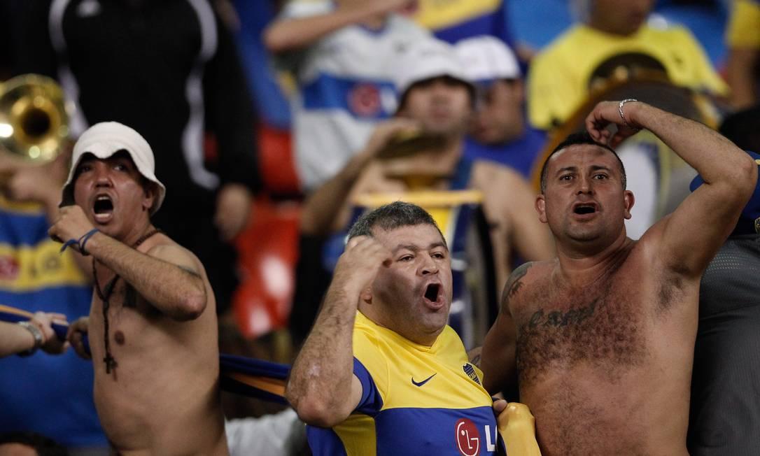 """Os torcedores do Boca Juniors comemoram hoje, no 12/12/12, o """"Dia da Maior Torcida do Mundo"""" AP"""