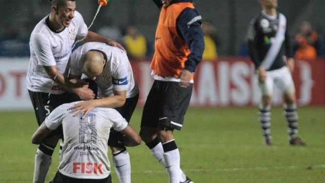 Corinthians marca aos 42 do segundo tempo e elimina o Vasco - Jornal ... 436099db92a4f