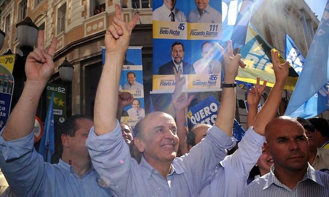 O candidato do PSDB à Presidência da República, José Serra, começa oficialmente sua campanha na capital do Paraná - Agência Brasil