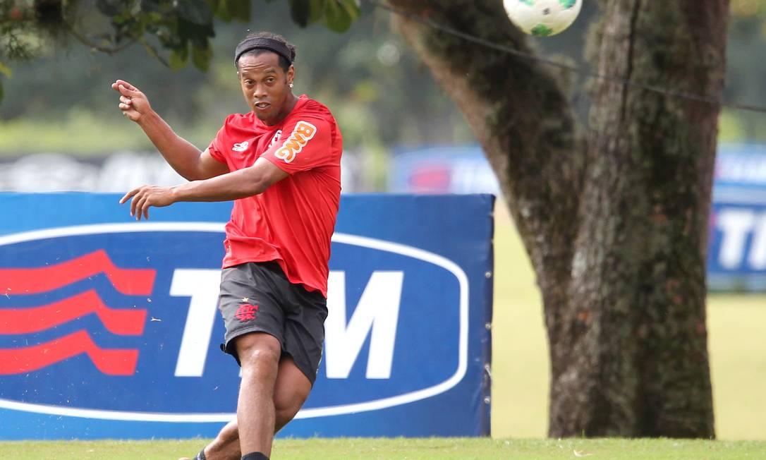 Ronaldinho Gaúcho treina nesta sexta-feira no Ninho do Urubu Foto: Ivo Gonzalez / O Globo