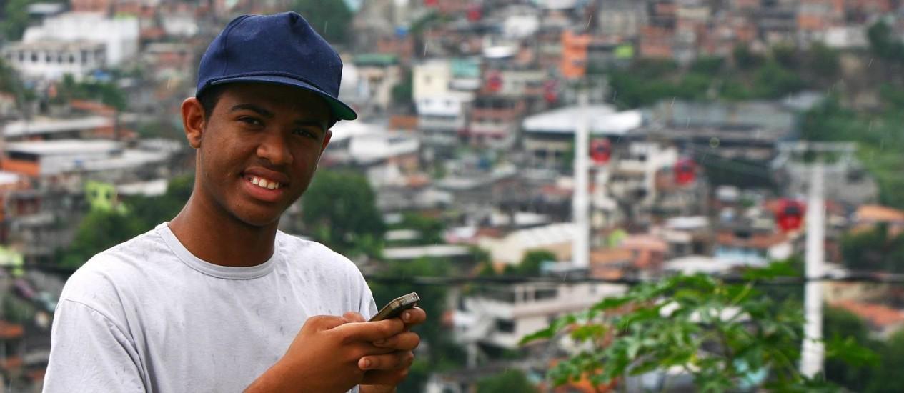 Rene Silva, no Complexo do Alemão Foto: Angelo Antônio Duarte