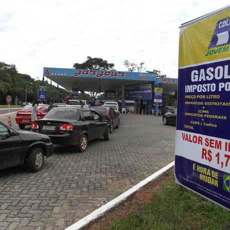 Posto em Brasília vendeu gasolina livre de impostos, com descontos aos clientes Foto: Givaldo Barbosa / Agência O Globo