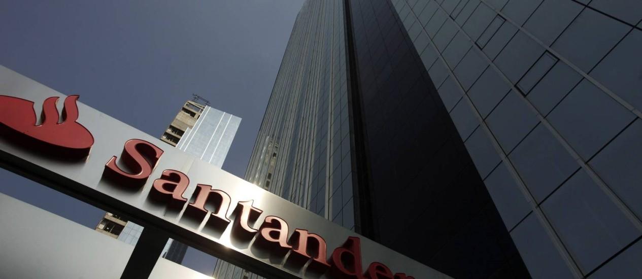 PRÉDIO DO Santander em São Paulo: uma das propostas é de troca de ações entre os bancos, o que elevaria a liquidez da instituição espanhola
