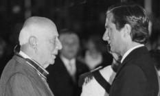 Ulysses Guimarães cumprimenta Collor na posse do ex-presidente Foto: Arquivo O Globo