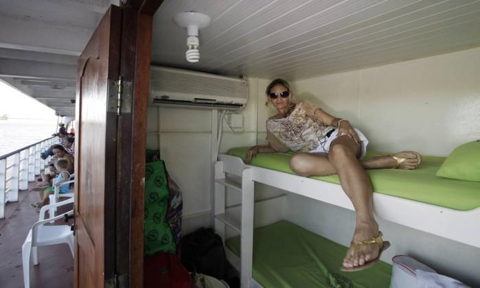 Claudiana Silva Santos em seu camarote, sem banheiro, alugado por R$ 250 o trecho Manaus-Belém Márcia Foletto / O Globo
