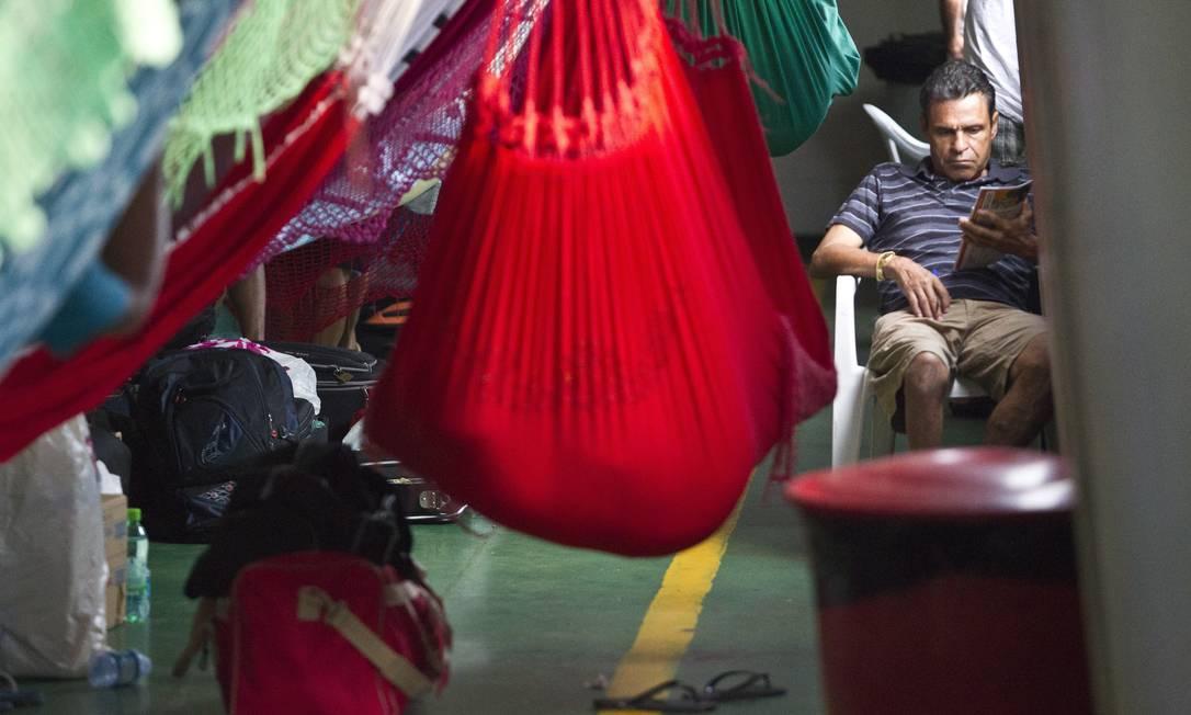 O vendedor de pedras semipreciosas Elson Pereira Lima, que faz a viagem a turismo para conhecer o Rio Amazonas Márcia Foletto / O Globo