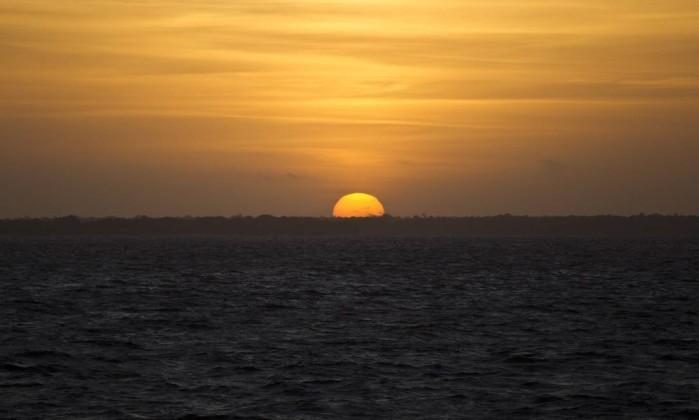 O nascer do sol no Rio Amazonas Márcia Foletto / O Globo